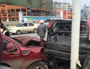 沙洋汉津大道陈家山路段发生车祸