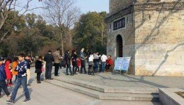 京山县文峰公园迎来大量游客