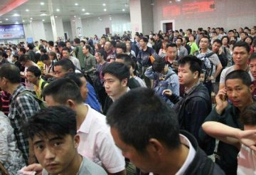 巴东至建始段受灾封闭 大量旅客退票改