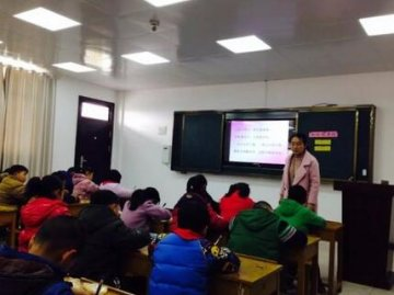 洋梓小学举行教育信息化专题赛课活动