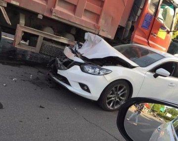 襄阳市一路口发生多车相撞事故 幸无人