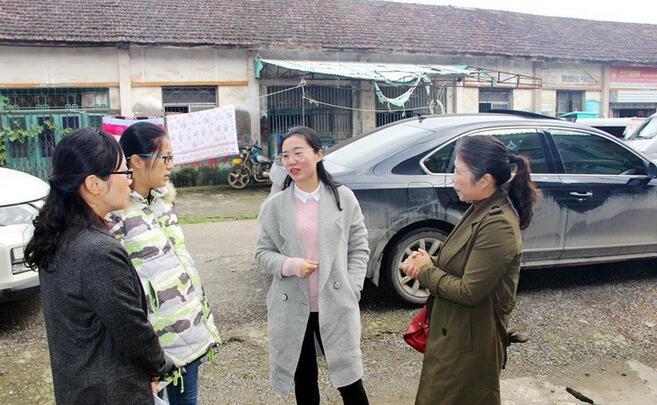 妇联政协携手扶贫帮困 鼓励困难家庭积极向上
